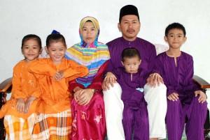 Gambar kenangan keluarga sempena Raya Aidil Fitri 2009